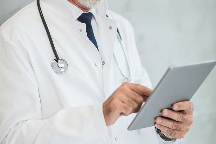 Assistência médica e hospitalar