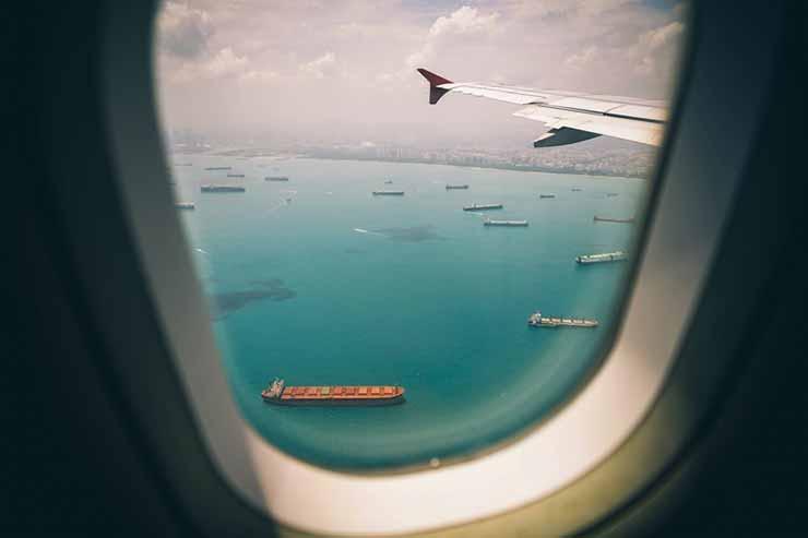 Use um buscador de passagens aéreas