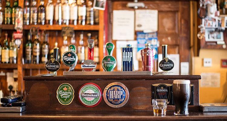 beber nas ruas da Irlanda