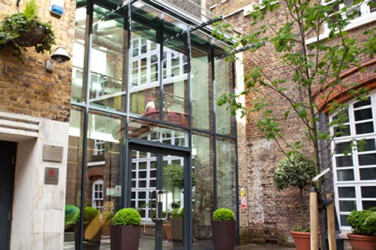 International House, Inglaterra
