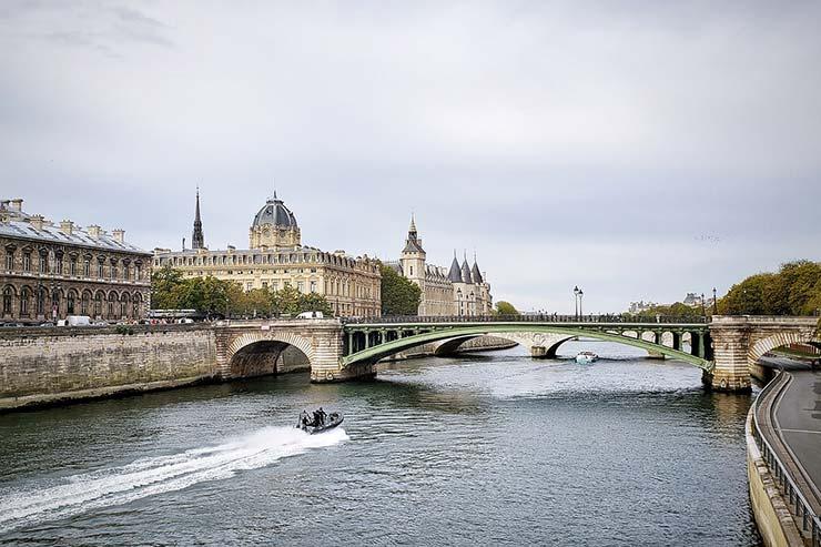 Qual a melhor época para fazer turismo em Paris?