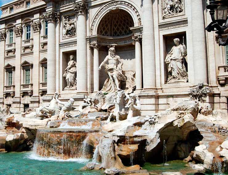 Ver de perto a Fontana di Trevi