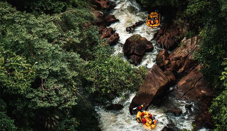 Rafting é um esporte ideal para quem gosta de turismo de aventura.
