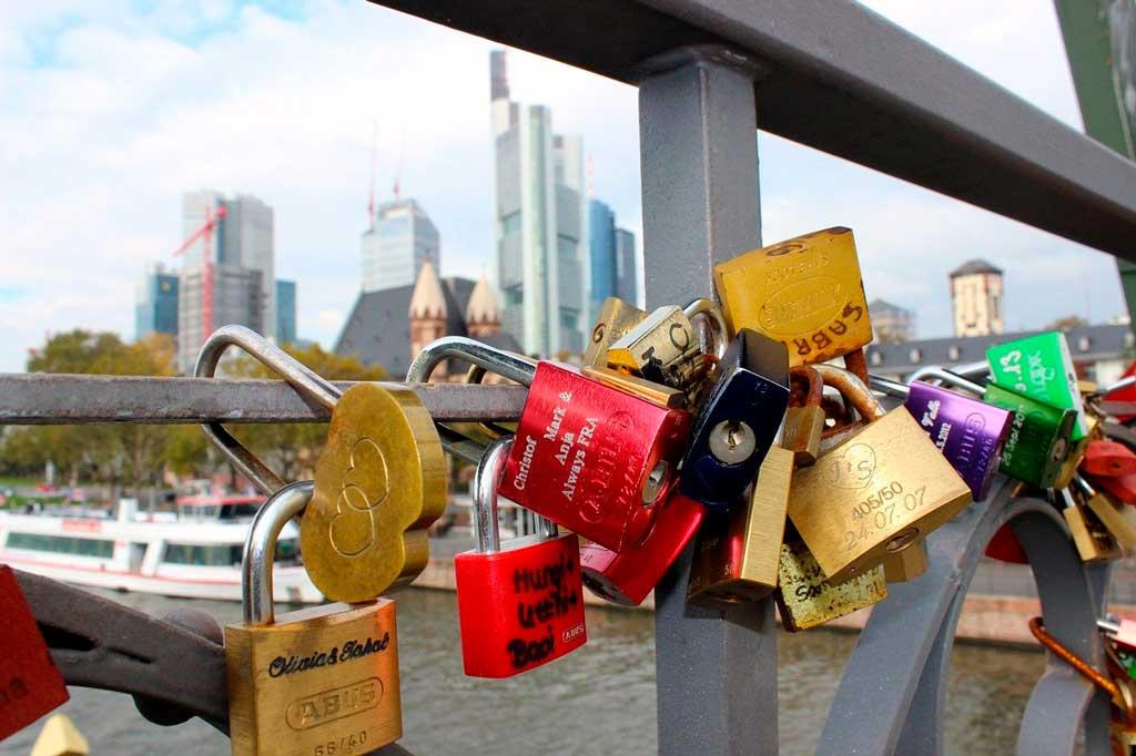 Eiserner Steg (Ponte de Ferro) e os cadeados de promessa