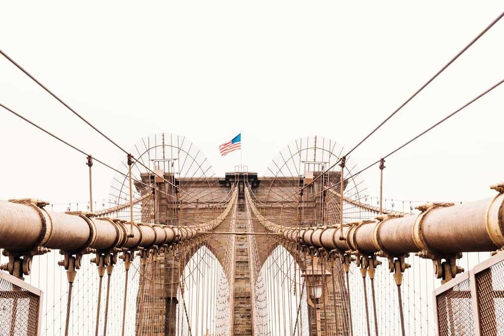 Bandeira americana na Brooklyn Bridge