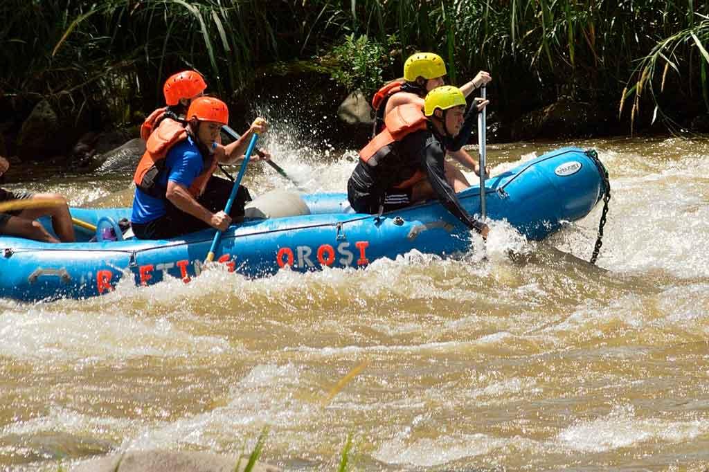 Rafting em turismo de aventura
