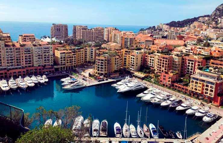Visitar a Riviera Francesa e o aproveitar o mar azul turquesa