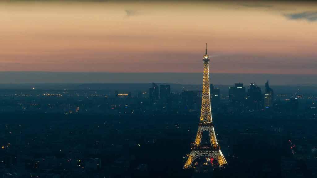 Paris à noite inverno e verão