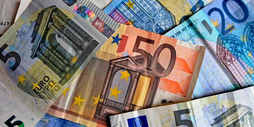 Eslovênia moeda qual é