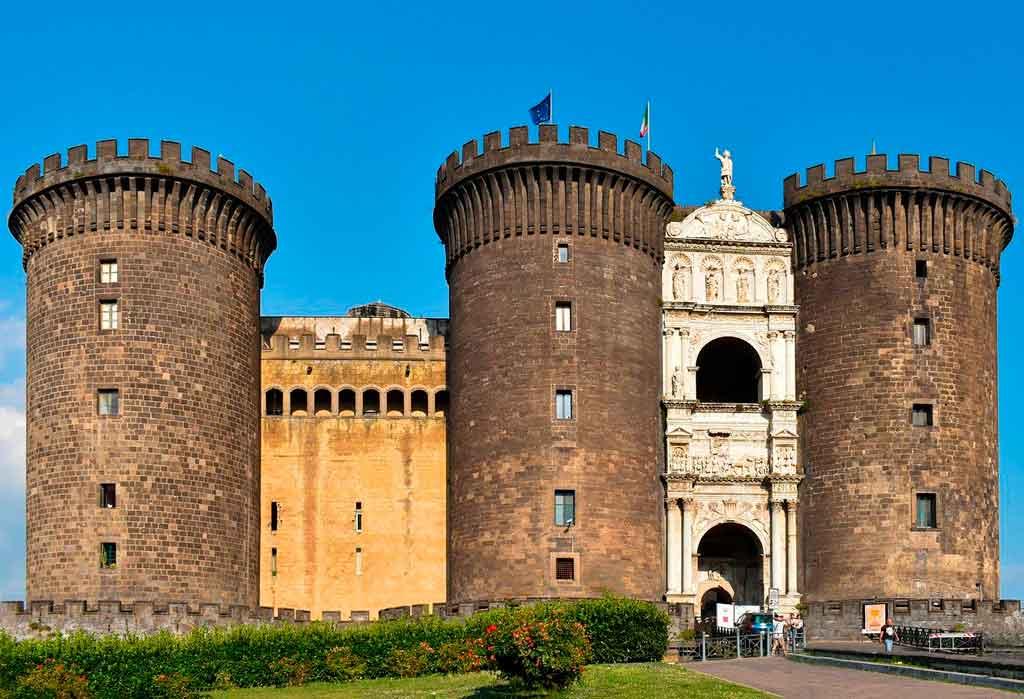 Napoles Itália castelos