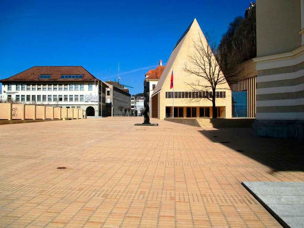 vaduz liechtenstein casa do parlamento