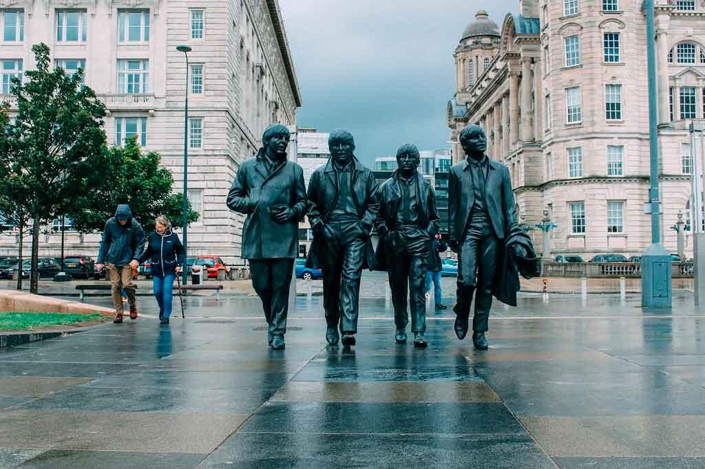 Cidade de Liverpool estatua dos Beatles