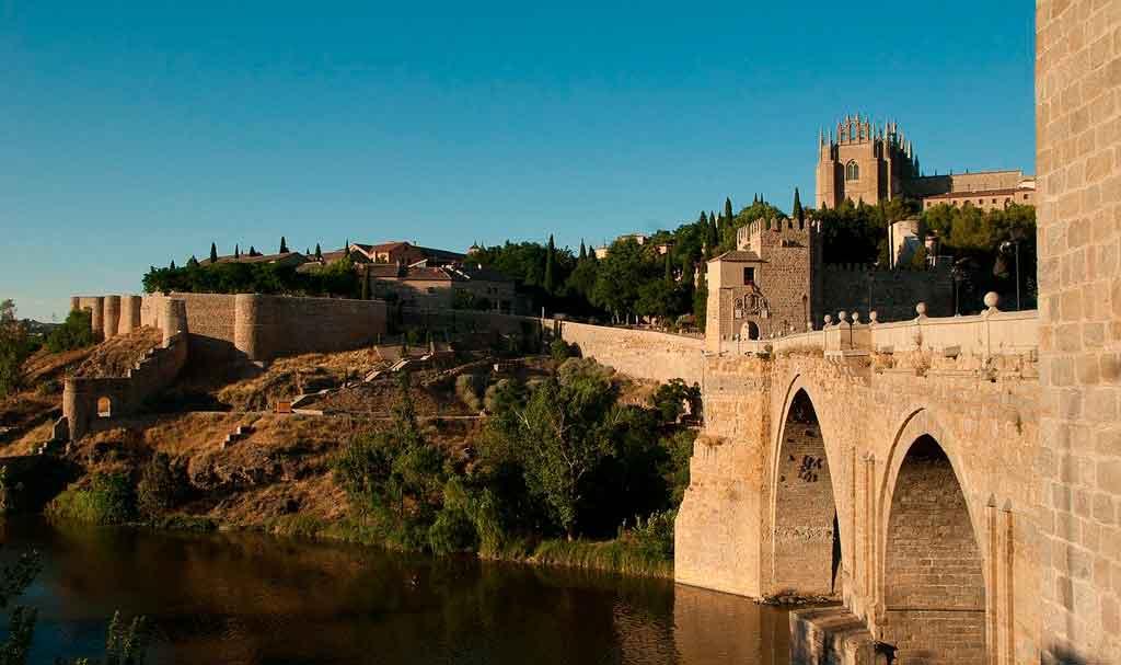 Toledo Espanha puerta de doce