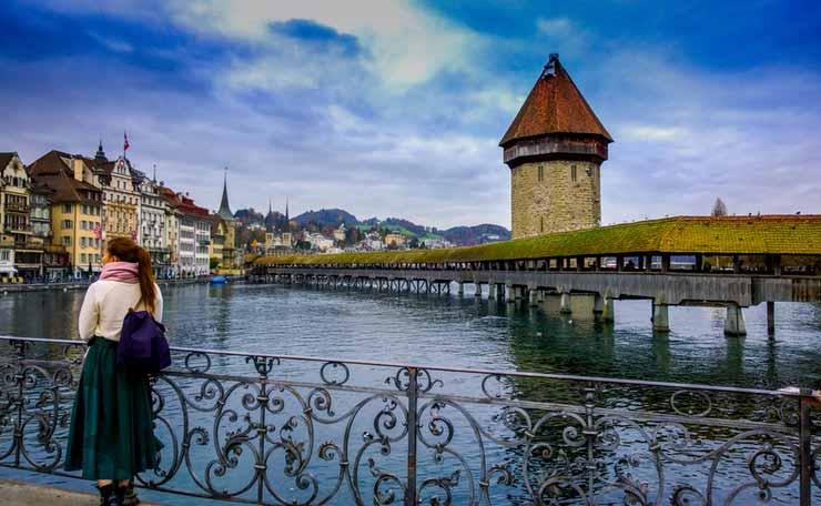 Quantas cidades tem a Suíça?