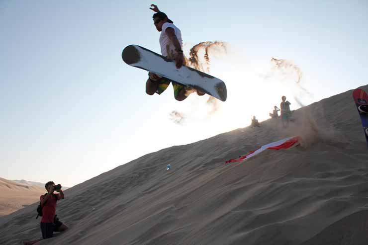 Passeio de Sandboard em Huacachina
