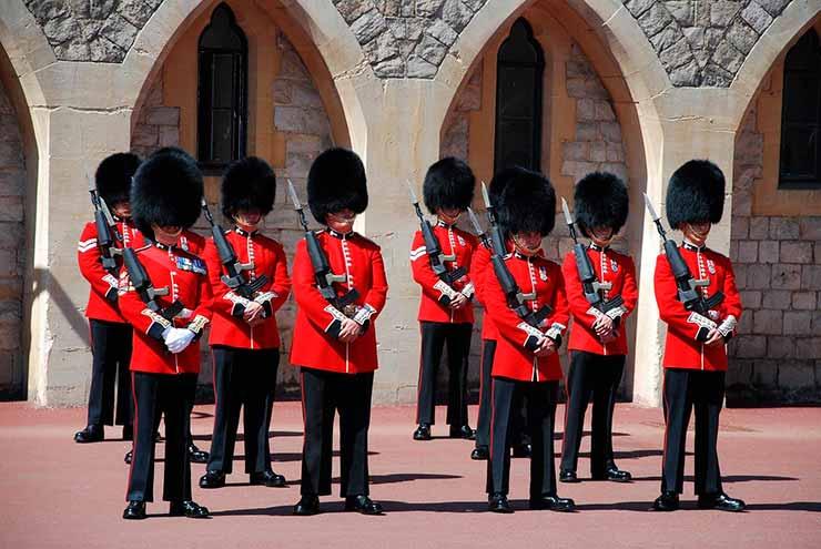 6. Cerimônia de troca de guarda Windsor Castle