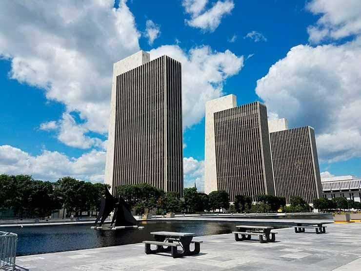Qual é a capital do Estado de Nova York?