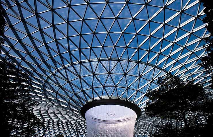 Instalações de arte e esculturas no aeroporto de Singapura