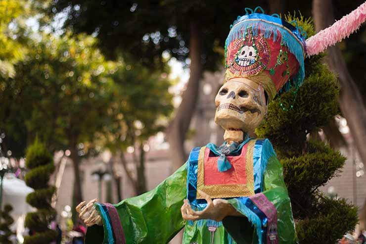 Como é comemorado o Dia dos Mortos no México?