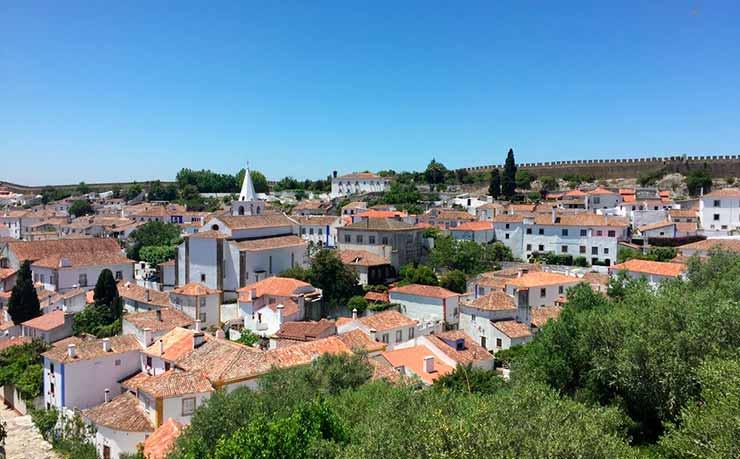 Como é o clima em Óbidos, Portugal?