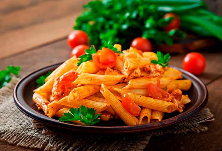 Quais as comidas que os italianos trouxeram para o Brasil?