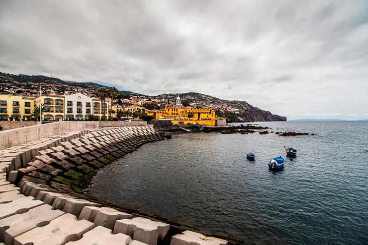 O que quer dizer Funchal?