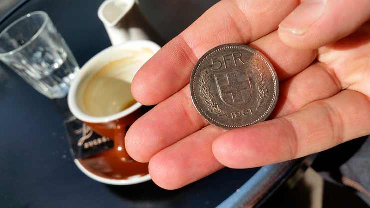 Qual é a moeda oficial da Suíça?