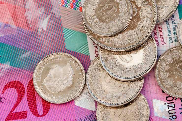 Qual moeda levar para a Suíça: euro, franco ou real?